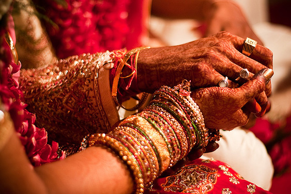 Bridal-bangles-sets-for-bride-on-wedding-7